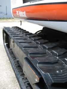 tufftrac-rubber-tracks-on-bobcat-01
